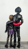 Två artikulerade dockor man och kvinnadocka arkivbild
