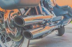 Två avgasrörrör och motorcykelmotor Arkivbilder