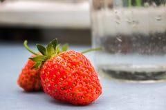 Två bär av jordgubbe Royaltyfri Bild