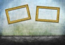 Två böjde guld- ramar royaltyfri foto