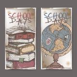 Två baner med skolan släkt färg skissar att presentera böcker och jordklotet Royaltyfria Bilder
