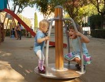 Två barn i lekplats Fotografering för Bildbyråer