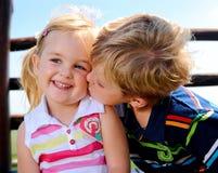 Två barn i lekplatsen Fotografering för Bildbyråer