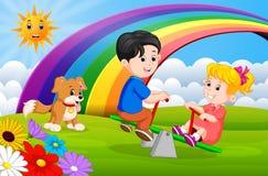 Två barn och hundkapplöpning som spelar gungbrädet i parkera på regnbågen vektor illustrationer