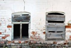 Två Bkoken Windows Arkivbild