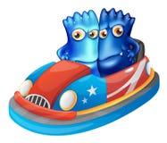 Två blåa monster som rider en bil Arkivbilder
