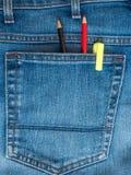 Två blyertspennor och en gul markör i bakfickan av jeans Royaltyfria Foton