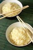 Två bunkar av sund organisk rice arkivbild