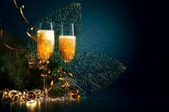 Exponeringsglas av champagne på partit för nytt år Arkivbild
