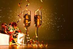 Exponeringsglas av champagne på partit för nytt år Royaltyfri Bild