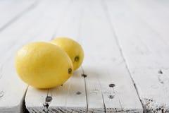 Två citroner Arkivfoto