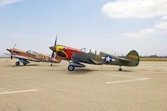 Två Curtiss P-40 Warhawks kämpeflygplan Arkivbild