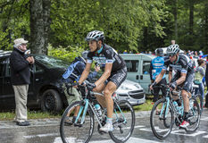 Två cyklister - Tour de France 2014 Arkivfoto