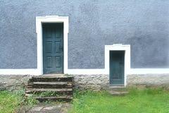 Två dörrar i blått royaltyfri fotografi