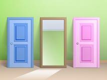 Två dörrar och en spegel Arkivbilder