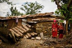 Två dambyinvånare av byn av Sindhupalchowk efter örat Royaltyfri Fotografi
