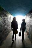 Två damer i tunnelen, kontur Fotografering för Bildbyråer