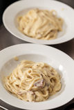 Två disk med spagetti Royaltyfri Fotografi