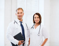 Två doktorer med stetoskop royaltyfria bilder