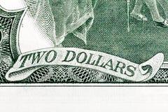 Två dollar - inskrift på U S pengar Arkivbilder