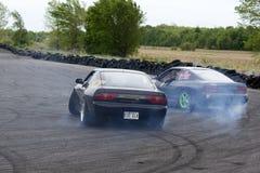 Två driva bilar arkivfoto
