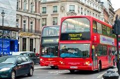 Två dubbla däckarebussar Arkivbild