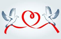 Två duvor som flyger med ett rött band i formen av hjärta Duva av fred också vektor för coreldrawillustration Royaltyfri Foto