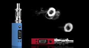 Två elektroniska cigaretter Royaltyfria Foton