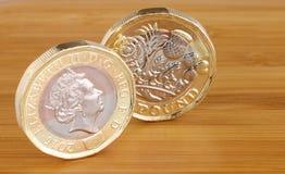 Två engelska ett pund mynt Arkivbilder