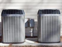 Två enheter för värmepumpar royaltyfria foton