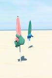 Två ett slags solskydd på strand Fotografering för Bildbyråer