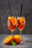 Två exponeringsglas av aperol spritz coctailen Fotografering för Bildbyråer