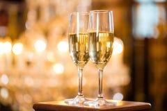 Två exponeringsglas av champagne Fotografering för Bildbyråer