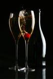 Två exponeringsglas av champagne på blacken royaltyfria bilder