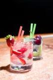 Två exponeringsglas av jordgubbe- och druvamojitoes Fotografering för Bildbyråer