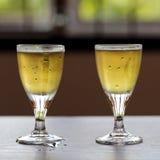 Två exponeringsglas av kalla öl Royaltyfri Foto