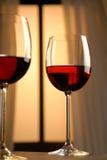 Två exponeringsglas av rött vin Royaltyfria Bilder