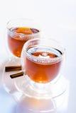 Två exponeringsglas av te Fotografering för Bildbyråer