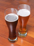 Två exponeringsglas av tyskt öl Arkivfoton