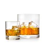 Två exponeringsglas av whisky Arkivbilder