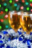 Två exponeringsglas av wine på jultid Arkivfoton