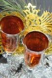 Två exponeringsglas i festligt glitterglitter och maskering Royaltyfri Foto
