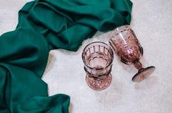 Två exponeringsglas med den gröna torkduken arkivbild