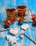 Två exponeringsglas rånar av te-, pepparkaka- och godisrottingar på en blåttbac Arkivbilder
