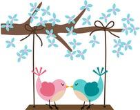 Två fåglar som är förälskade på en gunga royaltyfri illustrationer
