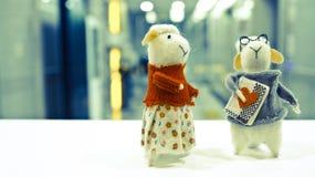 Två fårdockor Fotografering för Bildbyråer