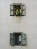 Två fönster Arkivfoton