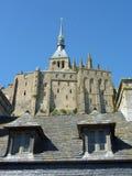 Två fönster på Mont Saint Michel i Frankrike Arkivfoton