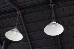 Två för stillykta för silver industriella lampor Arkivbild