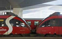Två förbindelsemotor-lagledare Bombardiertalang Royaltyfria Bilder